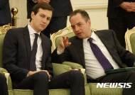 프리버스 백악관 비서실장, 트럼프 순방길서 '조기 귀국' …퇴출 임박?