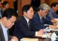 """박범계, 법무부 간부들에게 """"검찰, 권력과 유착""""… '검찰개혁' 압박"""