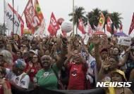 브라질 음악가들의 대통령 퇴진 콘서트