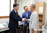 참전용사 위문하는 천홍욱 관세청장
