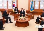 문 대통령, '인판티노 피파 회장 접견'