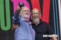 축제장 찾은 코빈 영국 노동당 당수