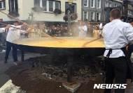 살충제 계란 파문에도 열린 벨기에 오믈렛 행사
