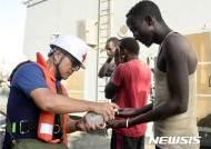 표류중인 소말리아 선원 구조한 해군 청해부대