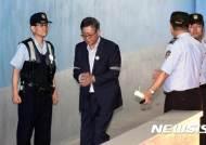 법정 향하는 홍완선 전 국민연금공단 기금운용본부장