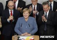 [종합]메르켈, 독일 총선 출구조사서 4연임 '성공'···극우 AfD 제3당 입성