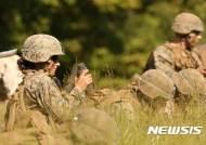 미군 최초 보병장교양성 프로그램 거친 여성 해병 장교 탄생