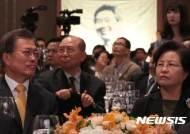 """'10·4선언' 기념식 참석자들 '남북평화' 염원···""""오뚝이처럼 일어나야"""""""