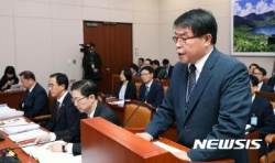 업무보고하는 박중윤 북한이탈주민지원재단 사무총장