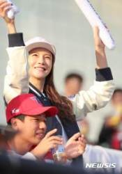배우 차예련, 두산 파이팅!
