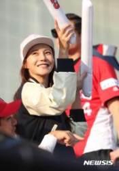 두산 응원하는 배우 차예련