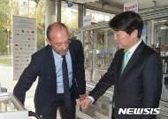 """안철수 """"한국 정부, 외국 눈에도 부처 간 영역다툼 보여"""""""