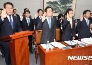 증인 선서하는 김교흥 국회사무처장 등 기관 증인들