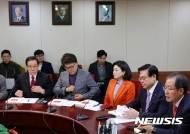 이승만-박정희-김영삼 사진 걸고 한국당 최고위원회의