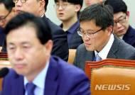 고개 떨군 이철조 세월호현장수습본부장