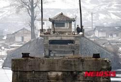 """RFA """"北 재입북자 제보로 탈북민 가족 체포"""""""