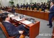 국회 운영위 야당 단독 개의, 항의하는 박홍근 민주당 원내수석