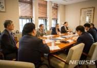 청와대 일자리수석, 연대 용역 구조조정 문제 의견 청취