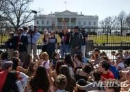 미국인 10명 중 7명 강력한 총기규제 찬성…CNN 여론조사