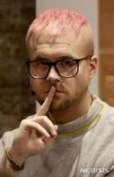 """""""페이스북 이용자들의 개인정보 도용했다"""" 크리스 와일리"""