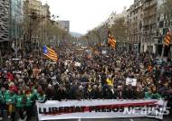 '푸지데몬 구금 반대' 항의시위 계속…카탈루냐 의회 비상회의