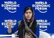 """파키스탄, 말랄라 귀국에 """"극단주의, 패배했다"""" 환영"""