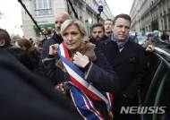 프랑스 극우 르펜, 반인종주의 시위 참석했다가 '봉변'