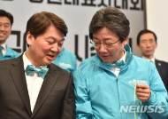 한국당 연대설로 내홍겪은 바른미래, 거대양당 싸잡아 비판