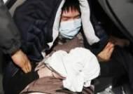 방배경찰서로 이동하는 방배초 인질범