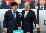 박성택 중기중앙회장 자리 안내하는 김동철 원내대표