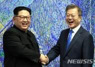 文-김정은, 회담서 평화체제구축 대화…교류정례화 발언도