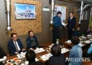 감사장 대리 전달하는 김택수 태백경찰서장