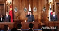 日 아베 개최국 이점無…文, '평화체제' 관여 제동
