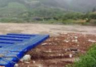 '폭우 때문에' 쓰레기 쌓인 동강카누캠프장