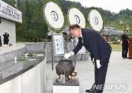 현충일 헌화하는 황인구 밀양시의회 의장