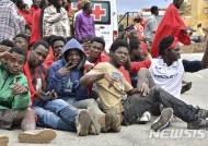 모로코 해군, 북부 해안에서 유럽행 난민 472명 구조