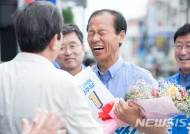 민주당 최문순 후보 '65세 이상 소농 농가 연 20만원 지급' 약속