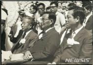 JP별세, 야권 원로 정치인들과 나란히 앉은 모습