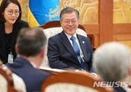 文대통령, 유네스코 사무총장 접견···제주 세계자연유산 논의