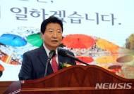 """""""창의·도전 정신으로 미래 이끌어 달라""""…안상수 창원시장 이임식"""