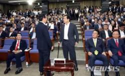 [종합]한국당, 설전만 오간 '비대위 논의' 의총...5시간 만에 종료