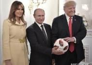 """트럼프, 참모진의 """"푸틴에게 강하게 나가야"""" 조언 무시"""