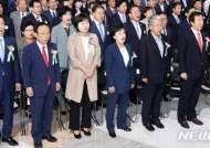 """제헌 70주년에 與 """"입법 기능 수행""""…野 """"개헌 박차"""""""