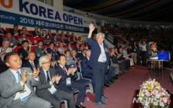 인사하는 조정원 세계태권도연맹 총재