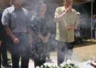 분향하는 몽양 여운형 선생 서거 71주기 기념식 참석자들