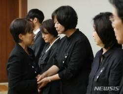 이정미 대표 위로하는 강금실 전 장관