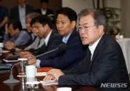 [종합]文대통령, 업무 복귀 첫날 규제혁신 점검