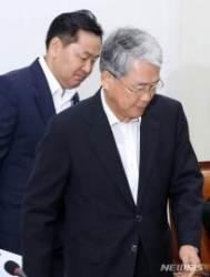 비대위 참석하는 김동철 비대위원장과 김관영 원내대표