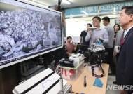 생활밀착형 공간정보 자동생성 기술 설명듣는 김 사회부총리