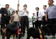 정동영, 흑염소 가격 폭락 긴급수매 기자회견 참석
